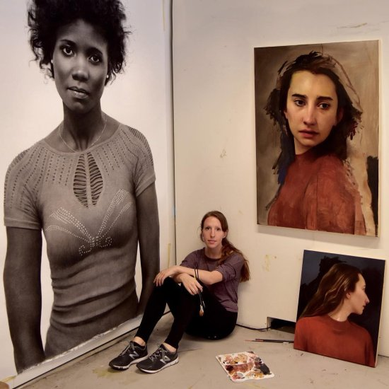 Clio Newton arte pinturas a óleo desenhos carvão hiper-realistas retratos mulheres