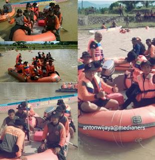 Latihan-penyelamatan-dengan-perahu-karet