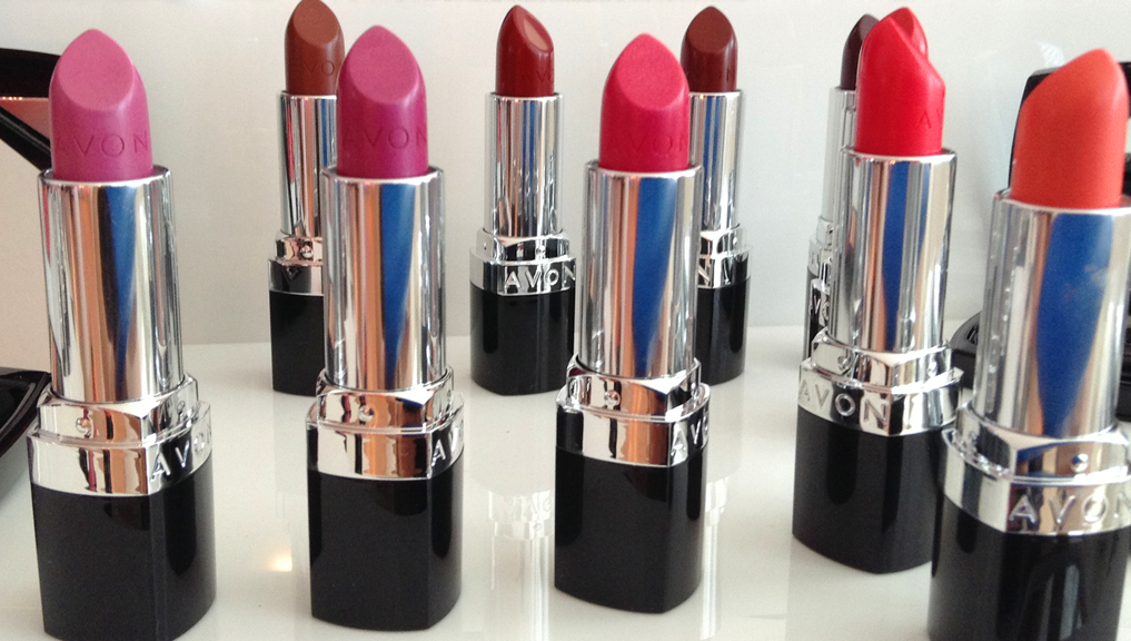 Swatch Santa: 10 Avon Ultra Color SPF15 Lipsticks -  Pinks, Corals & Reds Edition
