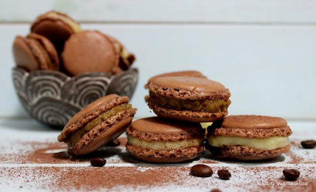 Macarons de chocolate rellenos de crema de café. Julia y sus recetas