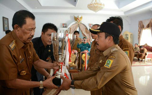 Piala Lomba Desa Tingkat Nasional Diarak di Kota Sinjai