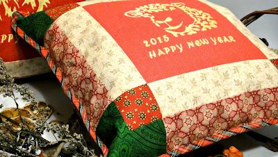 Новогодний подарок символ Года Козы - подушка овечка