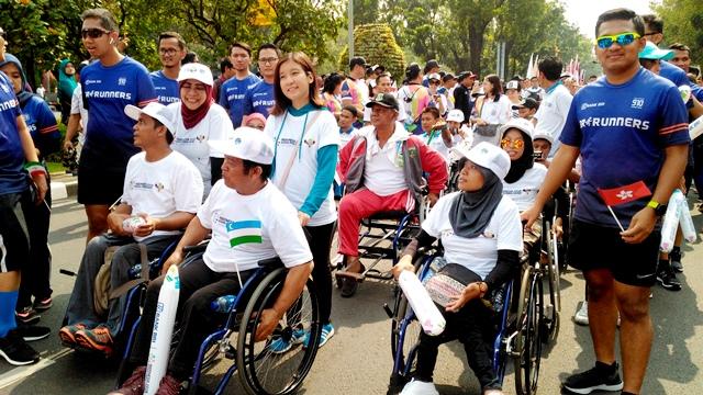 peserta pawai obor asian para games 2018