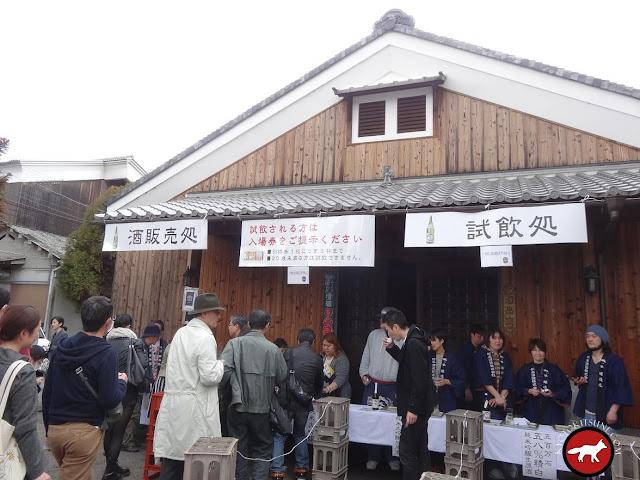 Dégustation de saké à la fête de Fushimi