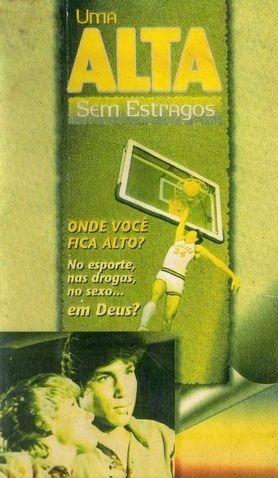 Um homem pulando para fazer uma cesta no basquete (Filme Evangélico Uma Alta Sem Estragos 1981, titulo original: High Point)