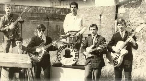 El grupo pop parisino Les Ambassadeurs con Pierre Salkazanov a la guitarra rítmica en una imagen de 1965