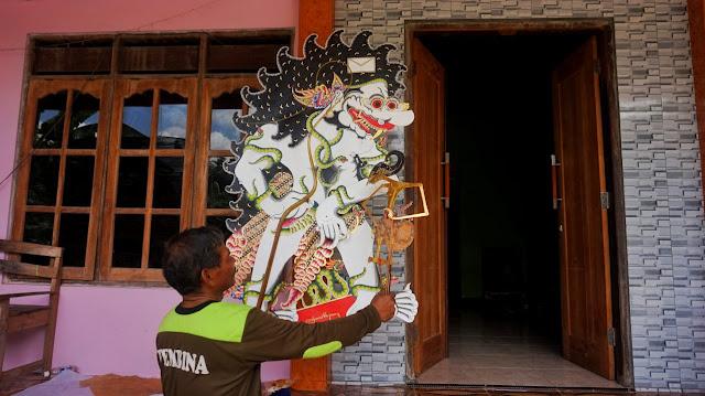 Wayang Raksasa  Seni Tatah Sungging Sidowarno