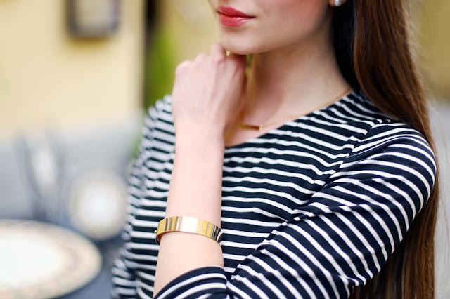gold bracelet crop top