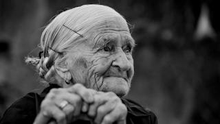Ο πιο σημαντικός άνθρωπος στη ζωή σου είναι η γιαγιά σου. Τη θυμάσαι;