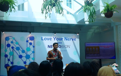 Manfaluthy Hakim sebagai pembicara dari Ketua Kelompok Studi Neurofisiologi