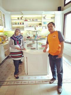 Erdik dan Istri Di Dapur Cokelat Malang