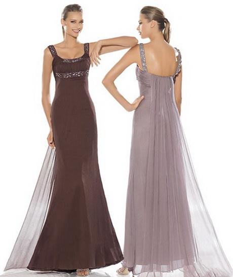 Vestido de moda con cola