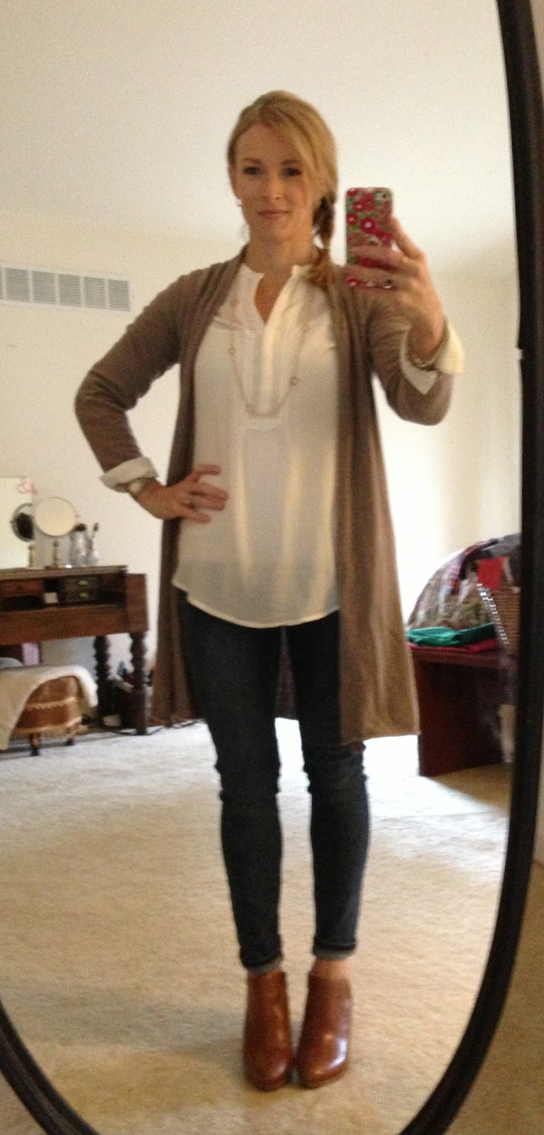 Simply Lulu Style, Simply Lulu Design, chic mom, Boden, Old Navy, Jack Rogers, skinny jeans, gold jewelry, clover necklace,
