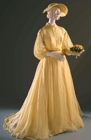 a description of princess grace on a fashion fairy tale Princess grace of monaco grace kelly has died her life is a hollywood movie queen was a fairy tale 3:00,description:the princess of.