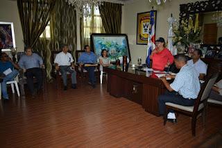 El Ayuntamiento Municipal  realiza encuentro con representantes  sector de la construcción.