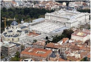Istana Spanyol dan katedral Almudena di Kota Madrid