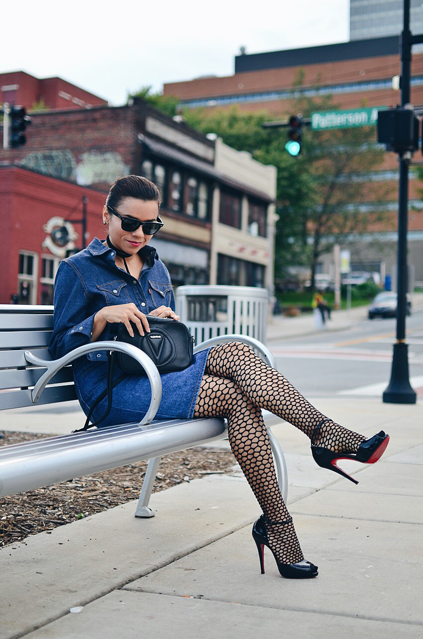 Fishnet tights street style