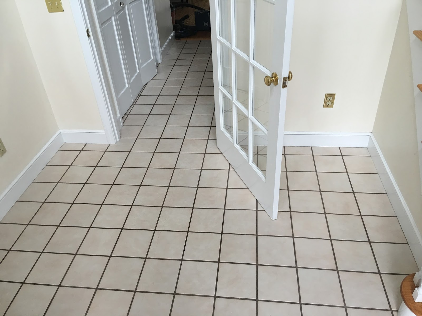 Here you can see the tile material in the foyer and into the hallway.