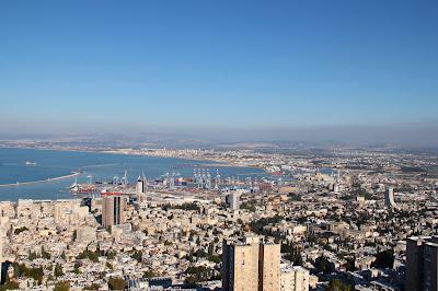 Vue sur la baie d'Haïfa du Mont Carmel