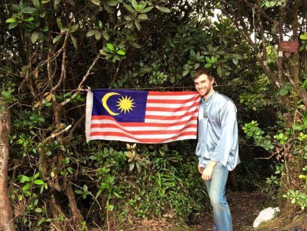 Jelajah 60 Negara, Lelaki Ini Temui Islam Di Tengah Jalan