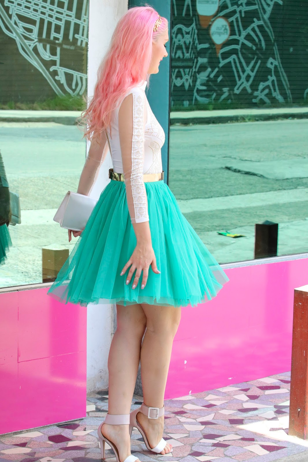 Pretty outfit using a green tulle skirt