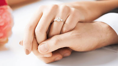http://ngebro.com/8-fakta-menarik-tentang-cincin-tunangan/