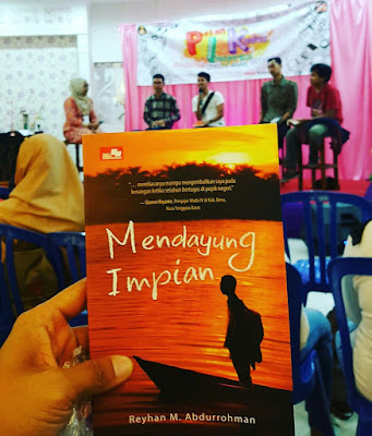 review novel mendayung impian