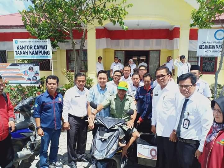 Penyerahan  Bantuan CSR Untuk Disabilitas Dihadiri Ketua DPRD Sungai Penuh Fikar Azami