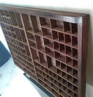 Rejäl PRYLHYLLA prylfack hylla sätterikast kast låda trälåda lanthandel