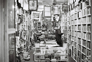 bookstore-482970_1920.jpg