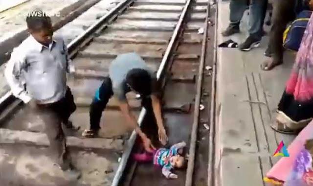 Ajaib! Bayi Ini Selamat usai Jatuh dan Terlindas Kereta Api