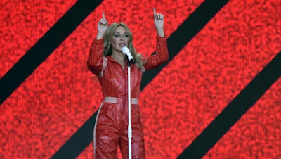 """Always Sexy & Coy Without Trying Too Hard, Queen Of Aussie Pop Kylie Minogue Electrified Thee """"Parc del Fòrum"""" Musique festival In Barcelona!"""