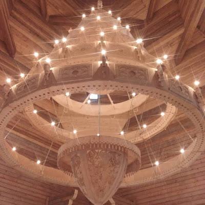 grand lustre en bois