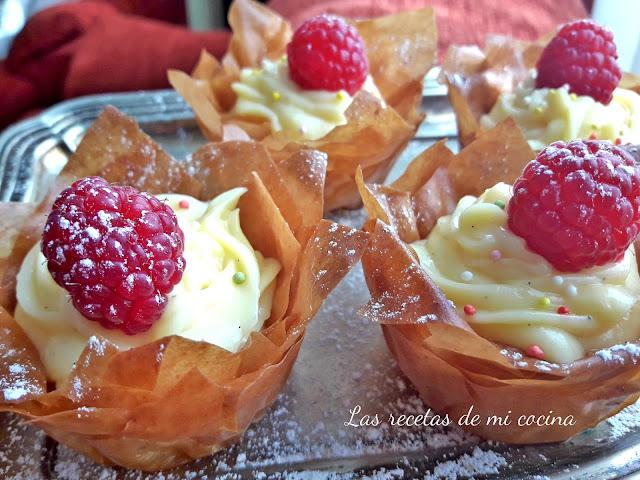 Tácitas rellenas de crema pastelera y frambuesa