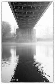 A szegedi Belvárosi híd alatt átfolyó Tisza