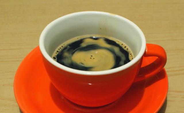 10. Caffè Americano siap untuk Kamu nikmati.  10. Caffe Americano is ready to drink.