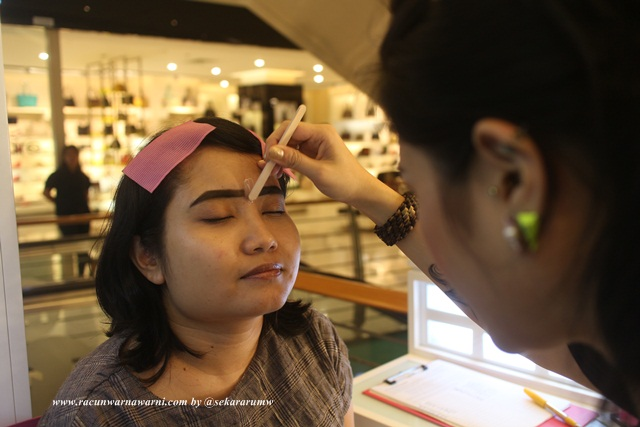 Proses Eyebrow Waxing