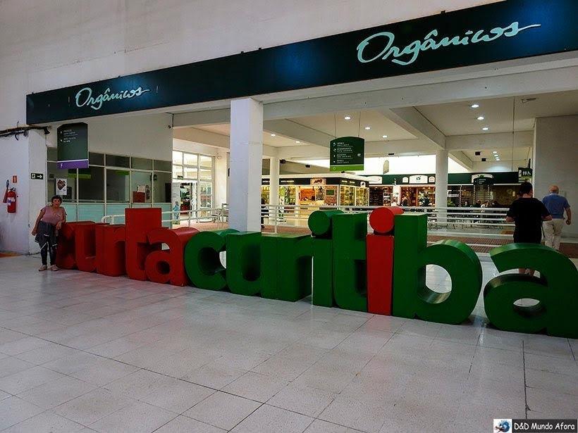 Letreiro Curta Curitiba no Mercado Municipal de Curitiba: como visitar e o que comprar