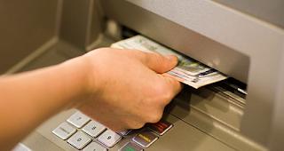 Λάρισα: Πάγωσαν 40 άτομα όταν είδαν το υπόλοιπο στους τραπεζικούς τους λογαριασμούς – Η άγνωστη αλήθεια που κρυβόταν!