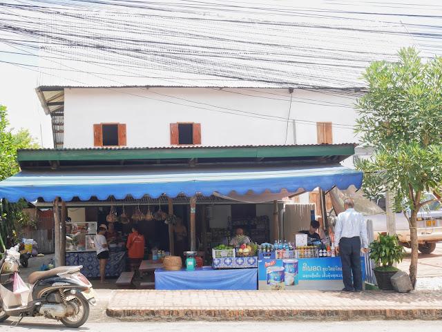 where to eat papaya salad in luang prabang, laos