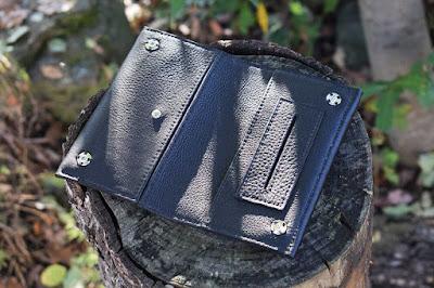 Porta tabacco in pelle personalizzato cucito a mano con porta cartine e bottoni automatici