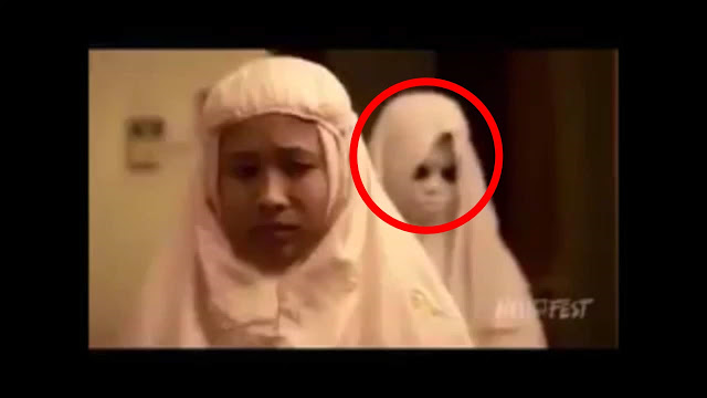 NGERI: Video Hantu Ikut Sholat Di belakang Wanita Ini Hebohkan Netizen