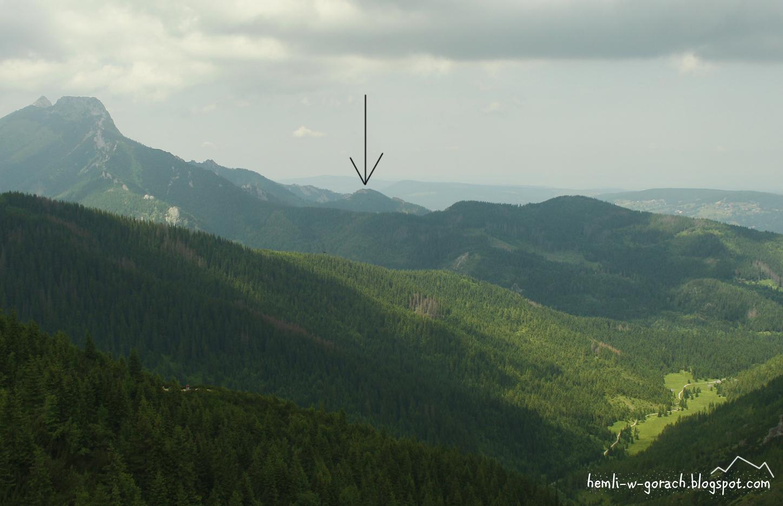 Widok na Sarnią Skałę z Karczmiska