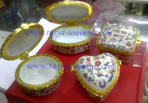 Koleksi Souvenir Pernikahan Yang Dijual Di Toko Souvenir Online Kami
