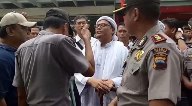 Panas..!! Iptu Ali Cegat Pimpinan Ormas yang Hendak Sweeping Swalayan di Sragen