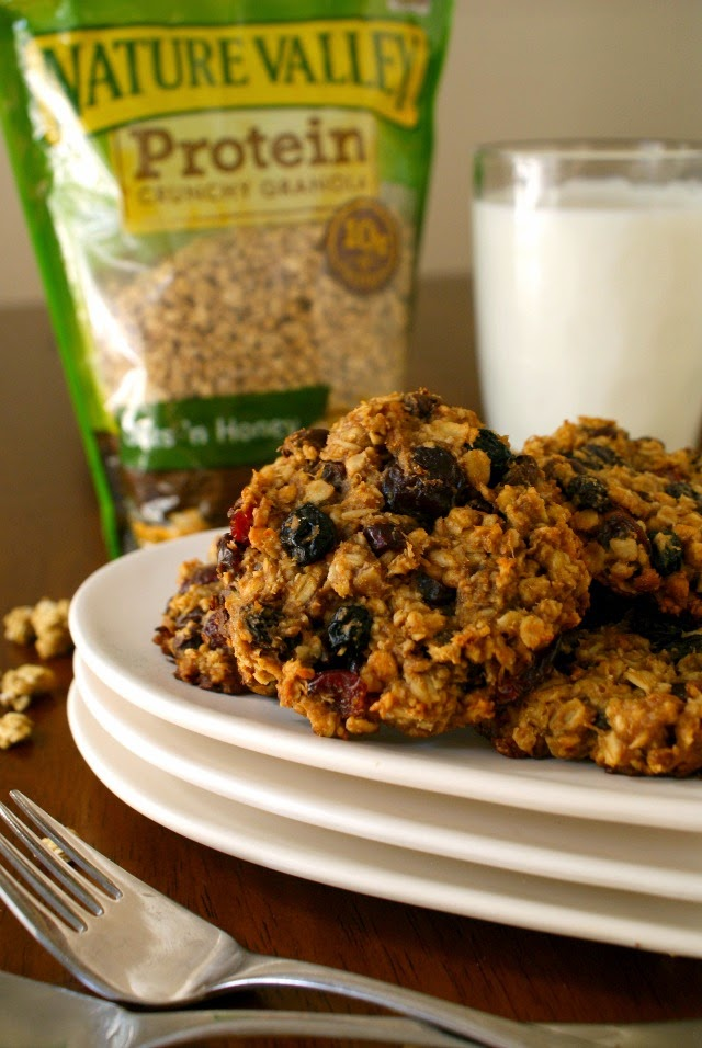 Cookies for breakfast?  Oh yes, you can!  With no flour, no butter, no eggs, and no oil, these cookies are the perfect nutritious way to start the day!  #ad #NatureValleyGranola