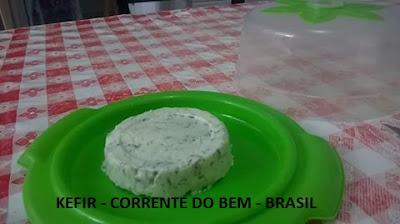 QUEIJO DE KEFIR COM MANJERICÃO