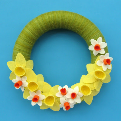 https://www.thevillagehaberdashery.co.uk/blog/2017/a-year-of-wreaths-march-daffodil-wreath-by-laura-howard