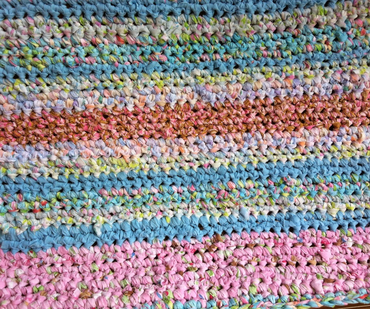 Nifty Thrifty Bits: How To Make A Rag Rug