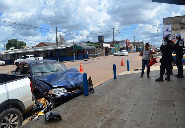 Jovem invade preferencial e causa acidente em avenida de Porto Velho